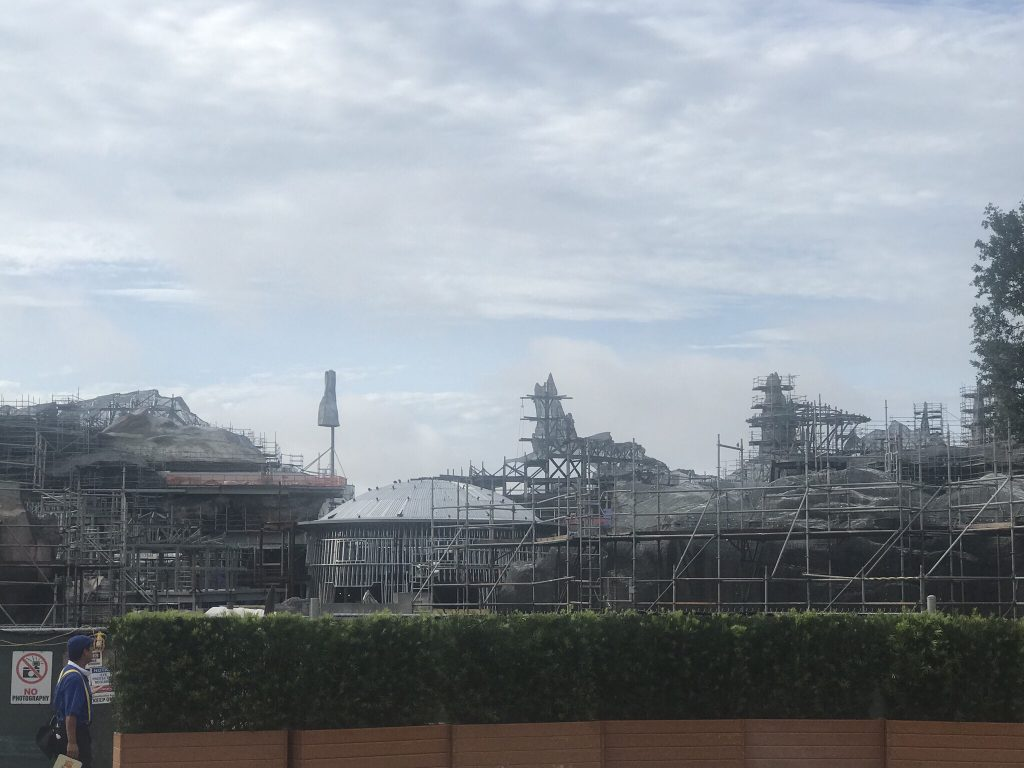 Star Wars Land - A Galaxies Edge construction of what's to come