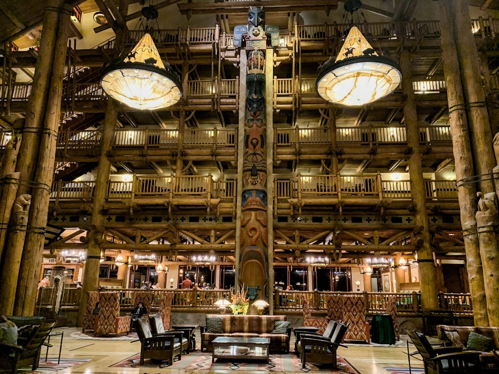 Wilderness Lodge grand attrium before Storybook Dining with Snow White