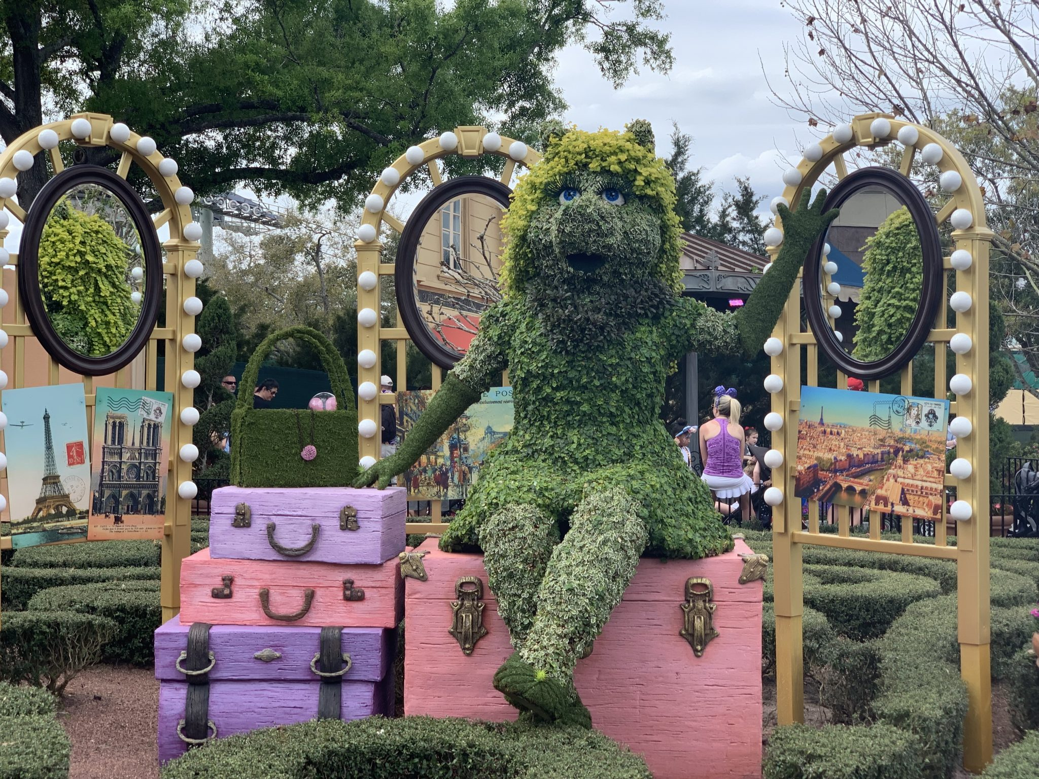 Mrs. Piggy topiary at Epcot Flower and Garden Festival