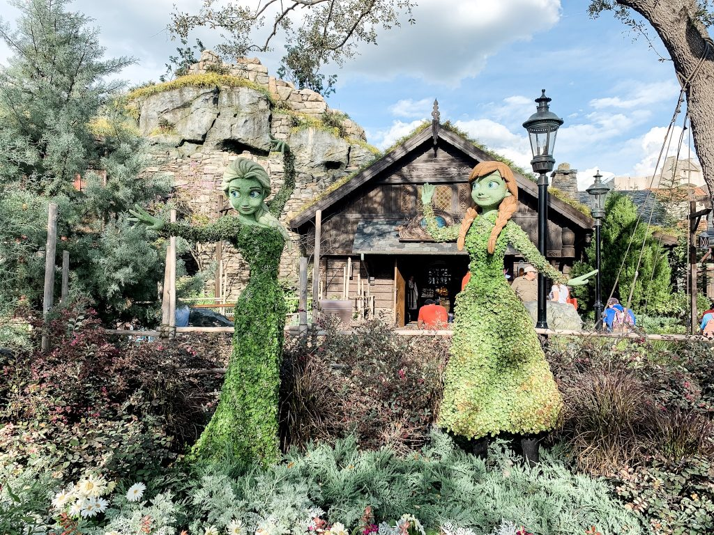 Elsa dj Anna topiaries in Norway at the Epcot Flower and Garden Festival