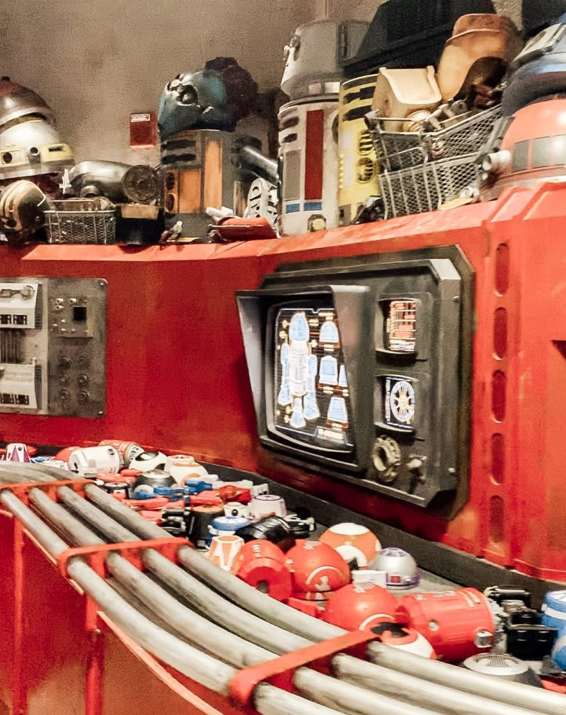 Build a droid conveyor belt at the Droid Depot Star Wars Galaxy's Edge